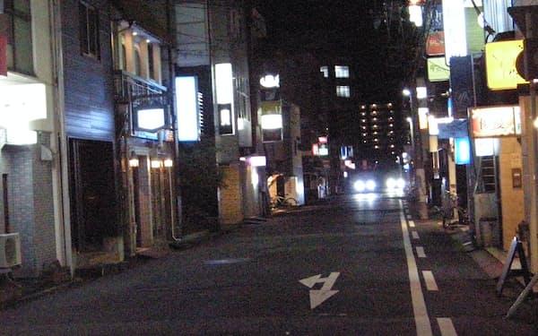人気のない鳥取市内の夜の飲食店街
