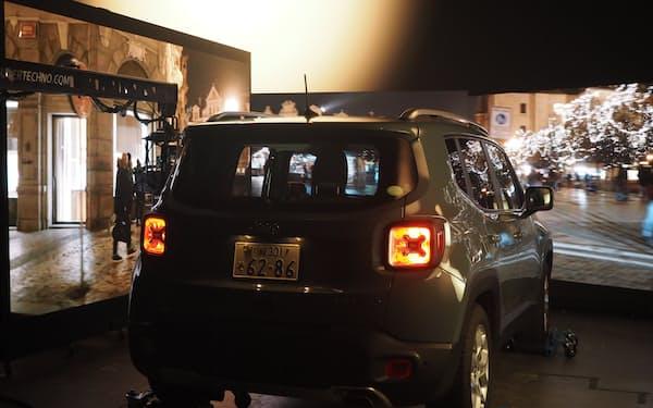 ネットフリックスが公開した実演では、欧州の町並みをLEDディスプレーに映し出した