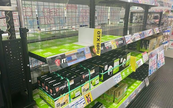 店頭の棚から「ビデオカード」がなくなっている東京都千代田区のパーツ専門店「TSUKUMO eX.(ツクモイーエックス)」
