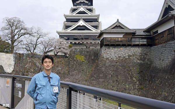 専門知識を生かし熊本城再建を支える下高大輔さん(3月、熊本市)=共同
