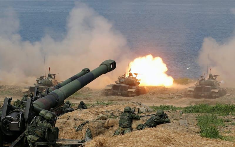 中国人民解放軍の侵攻に備えた台湾の実弾演習(2019年5月)=ロイター