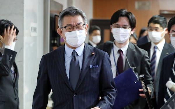 閣議後の記者会見に臨む武田総務相(6日午前、国会内)