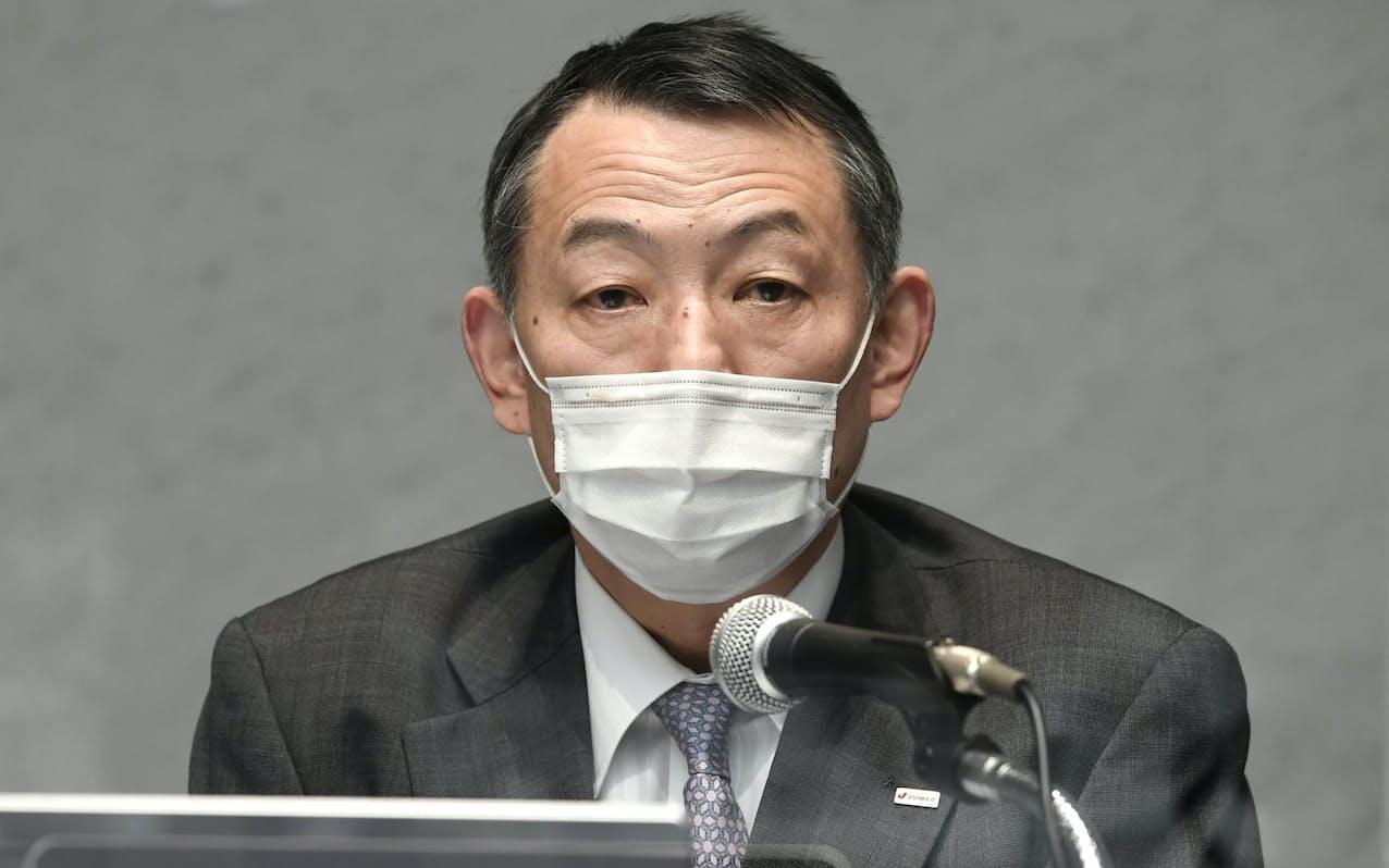 記者会見するJパワーの菅野等取締役(16日午後、東京都千代田区)
