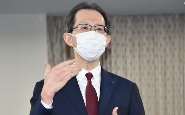東電HDの小早川社長との面会後に取材に応じる福島県の内堀知事(16日、県庁)