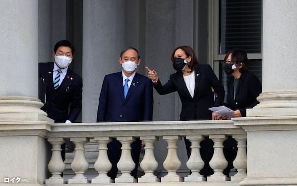 日米首脳会談に先立ち、菅義偉首相はハリス副大統領と会談した=ロイター
