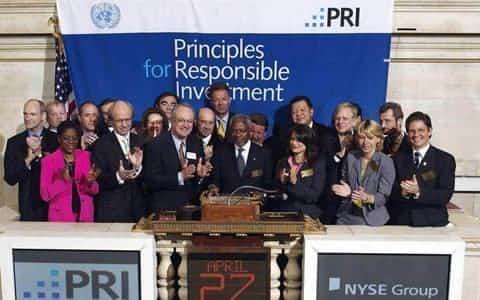 2006年4月、ニューヨーク証券取引所で責任投資原則のセレモニーが行われた。(PRIホームページより)