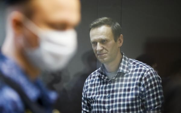 ナワリヌイ氏の健康状態は危機的だと伝えられている(写真は2月、モスクワ)=ロイター