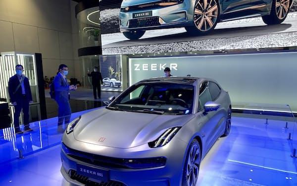 浙江吉利控股集団が米テスラ対抗を狙って展示した高級EV「ZEEKR」(上海自動車ショー、19日)