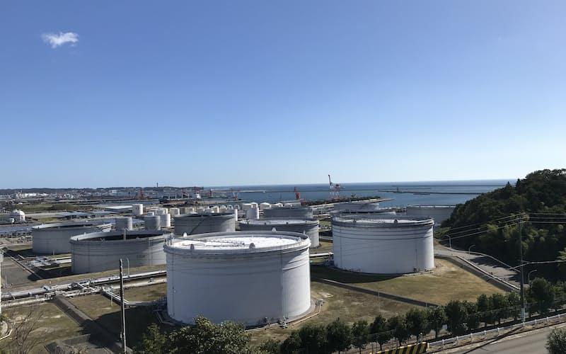 小名浜港はエネルギーの輸入港として知られる(福島県いわき市)