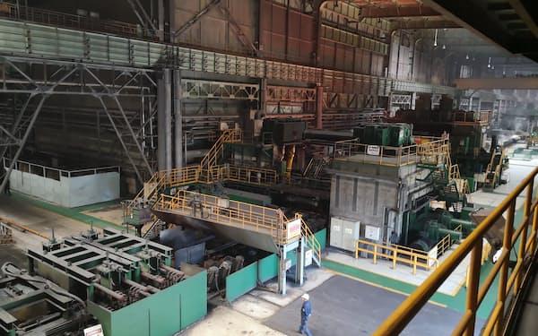 中国鉄鋼大手、鞍鋼集団グループの製鉄所(2019年7月、遼寧省営口市)