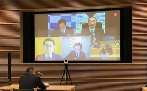 知事会の対策本部幹部がオンライン会議を開き、国への緊急提言をまとめた。(東京都千代田区の都道府県会館)