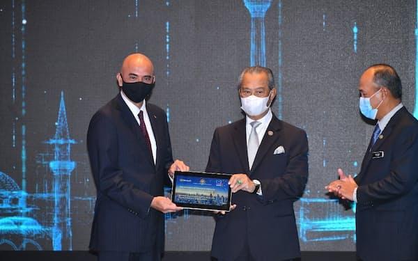 マイクロソフトの投資発表式典には、マレーシアのムヒディン首相も出席した(19日、クアラルンプール近郊)=マイクロソフト提供