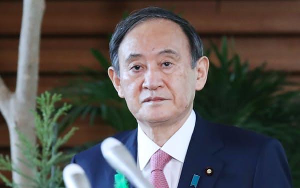 報道陣のインタビューに臨む菅首相(19日午前、首相官邸)