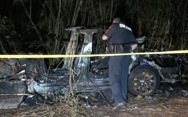 米テキサス州で17日、テスラ車が衝突事故を起こし、2人が死亡した=SCOTT J. ENGLE提供・ロイター