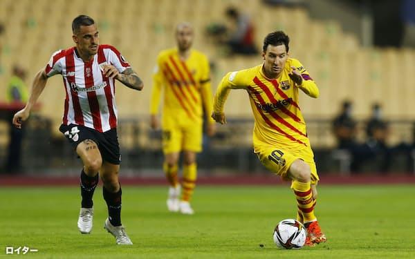 メッシ選手㊨が所属するスペインのバルセロナも新リーグへの参加を表明した=ロイター