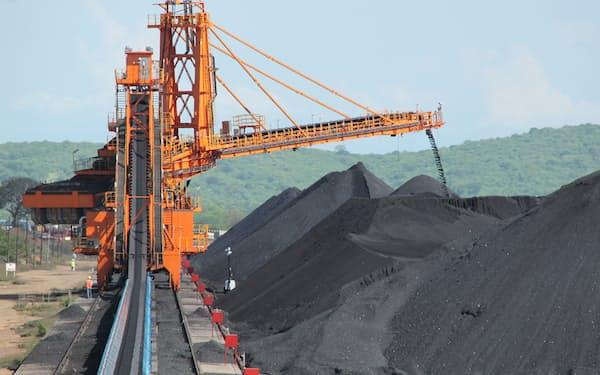 製鉄向けの原料炭と燃料用の一般炭を産出する(モアティーズ炭鉱の貯炭場)
