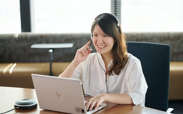オンラインで打ち合わせするアクセンチュアの桜井理紗さん
