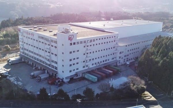 飲料水の生産を始めたアイリスオーヤマの富士小山工場(静岡県小山町)