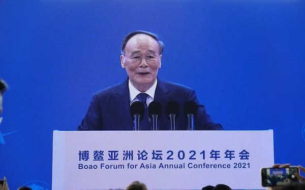博鰲アジアフォーラムの会場で登壇した中国の王岐山国家副主席(海南省)