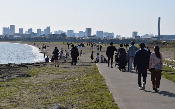 葛西海浜公園には週末になると家族連れなど多くの人が訪れる(江戸川区)