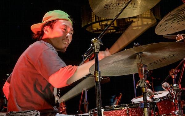 間口の広い活動を見せている気鋭のドラマー・石若駿=市川 幸雄撮影