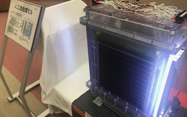 豊田中央研究所の開発した人工光合成装置