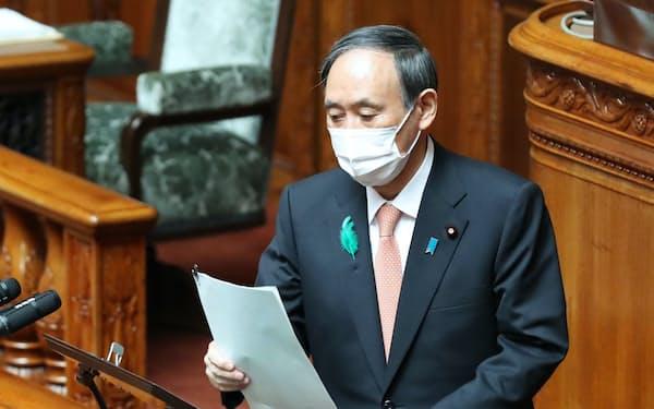 参院本会議で答弁に臨む菅首相(21日午前)