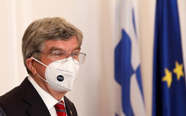 バッハ会長は緊急事態宣言は東京五輪開催に影響しないとの見方を示した(写真は3月)=ロイター