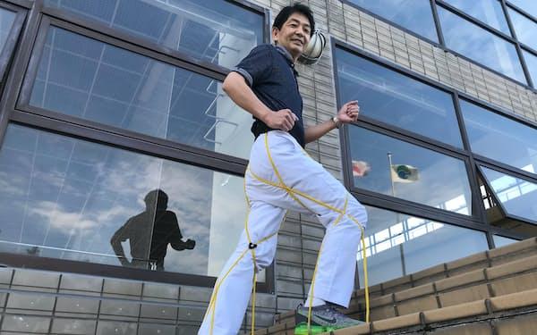 イーフットを身につけるYAMADAの山田好洋社長