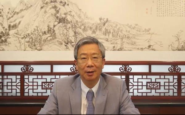博鰲アジアフォーラムでビデオ演説する中国人民銀行の易綱総裁(人民銀行ホームページから転載)