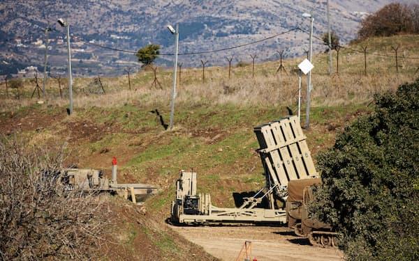 イスラエル軍は同国南部にシリアから発射されたミサイルが着弾したと発表した(写真は2020年11月、イスラエル占領地ゴラン高原にあるミサイル防衛システム)=ロイター