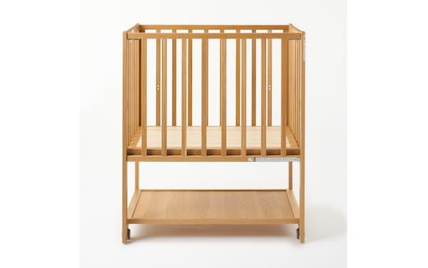 良品計画は「無印良品」で子供家具のサブスクを始める。写真は「オーク材ベビーベッド」