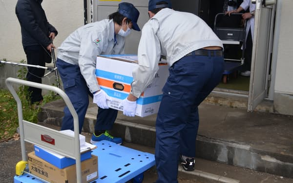 ワクチンの中核病院や接種会場への輸送は物流企業が担う(東京都武蔵村山市)