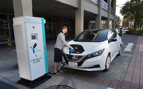 横浜市は電気自動車の充電器の設置数拡大を目指す(市内の施設に設置された充電器)