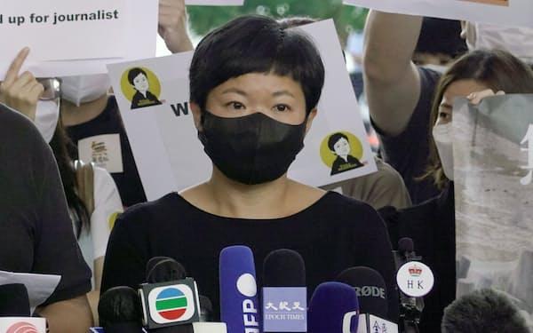 香港で政府に批判的なメディアへの締め付けが一段と強まっている(22日に有罪判決を受けた蔡玉玲氏)=ロイター