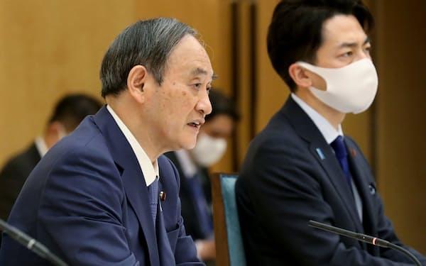 地球温暖化対策推進本部の会合であいさつする菅首相(22日午後、首相官邸)
