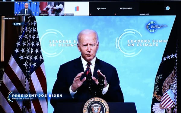 バイデン米大統領は22日の気候変動サミットで各国・地域の首脳に温暖化ガスの排出削減に向けた行動を呼びかけた=ロイター