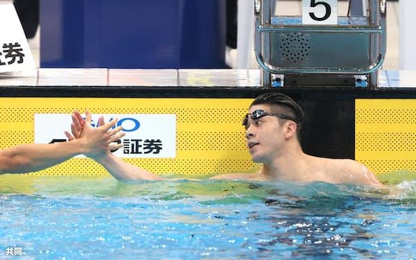 4月の日本選手権で優勝した水沼尚輝(右)と2位の川本武史。そろって五輪切符を手にした=代表撮影・共同