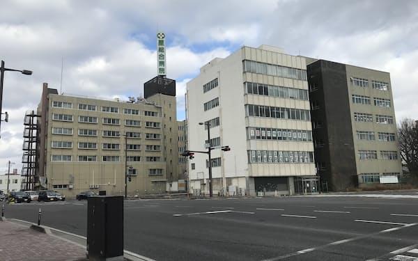 星総合病院の旧病院は幹線道路沿いの角地にある(福島県郡山市)