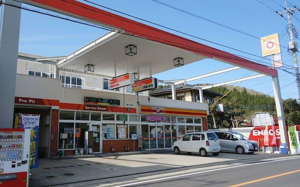 栃木県大田原市にあるガソリンスタンド「須佐木SS」。一時は閉鎖の話が持ち上がったが、地域住民の有志が新会社を設立して運営を引き継いだ