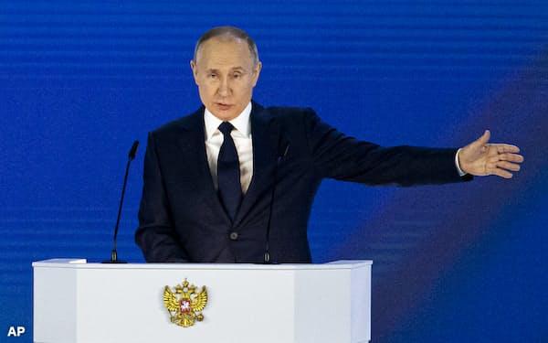 プーチン大統領は4月21日の年次教書演説で西側を牽制した=AP