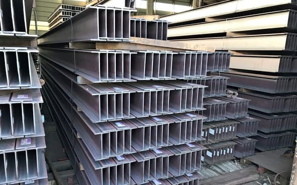 建築着工の低迷でH形鋼の需給は緩んでいる(千葉県浦安市の鋼材問屋)