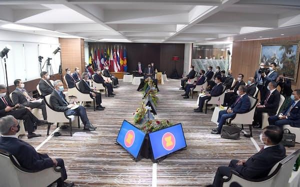 東南アジア諸国連合(ASEAN)はミャンマー問題をめぐり事務局で首脳会議を開いた(4月24日、ジャカルタ)=インドネシア大統領府提供
