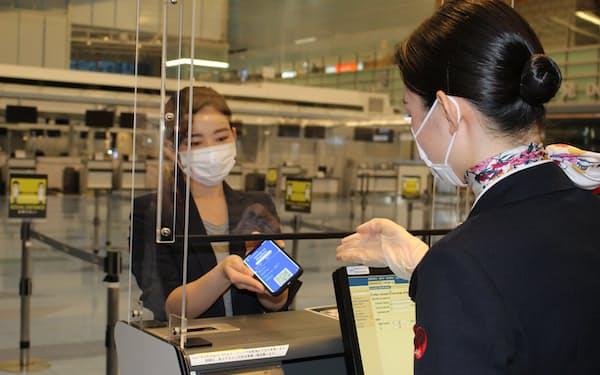 陰性証明アプリの試験導入は国内で初めて(写真はコモンパスの実証風景)