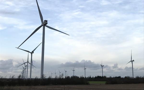 日本企業による環境関連事業への出資が活発だ(デンマークの陸上風力発電機)