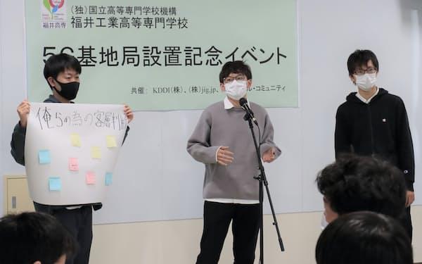 プレゼンテーションする学生(福井県鯖江市の福井高専)