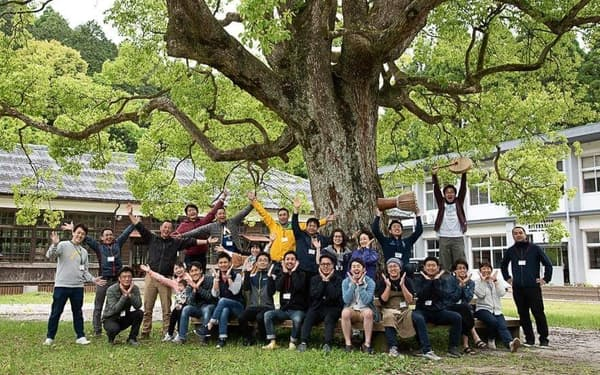 薩摩リーダーシップフォーラムSELFは年に1回合宿をして鹿児島の未来を考えている(2019年)