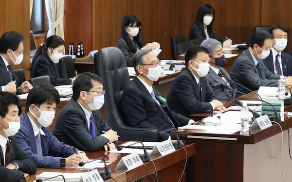 国民投票法改正案を巡り、質疑が行われた衆院憲法審査会(22日午前)