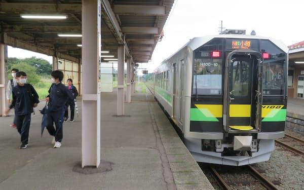 北海道新幹線の札幌延伸では、在来線の存廃が課題となる(黒松内駅)