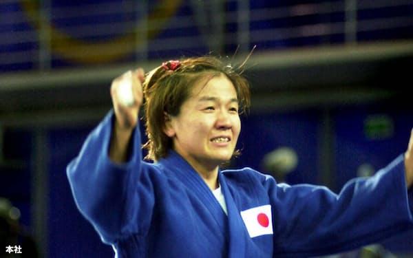 シドニー五輪は大会二日目の十六日、本格的に競技が始まり、柔道で女子48キロ級の田村亮子(トヨタ自動車)が金メダルを獲得した。